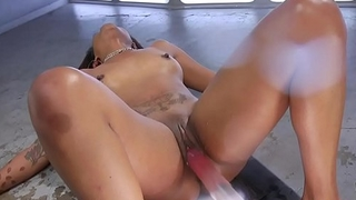 Ebony squirting on fucking machine